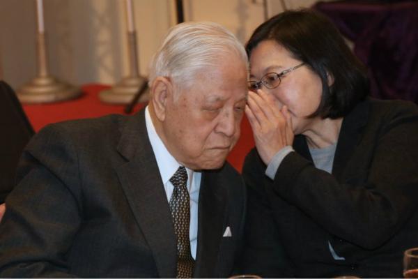 """李登辉称""""感激日本殖民"""" 韩学者怒斥:人民公敌"""