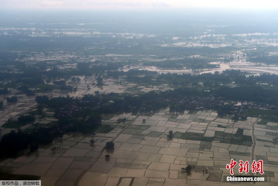 航拍尼泊尔洪水受灾情况 大片农田被水淹没