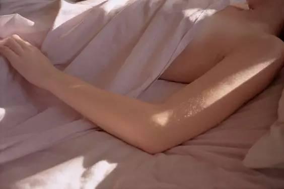 越练越美的床上瑜伽体式,让你每天被自己美醒!