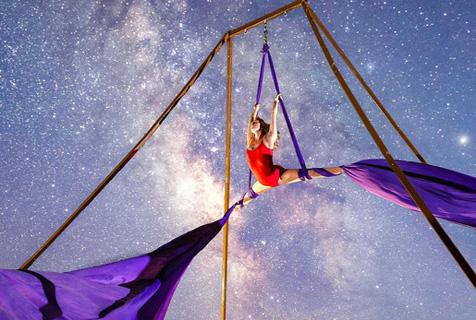 银河下的舞者璀璨星光与曼妙舞姿同辉