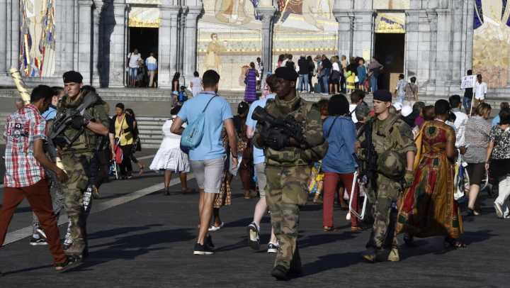 法国迎圣母升天节 朝圣地卢尔德依然高度戒备