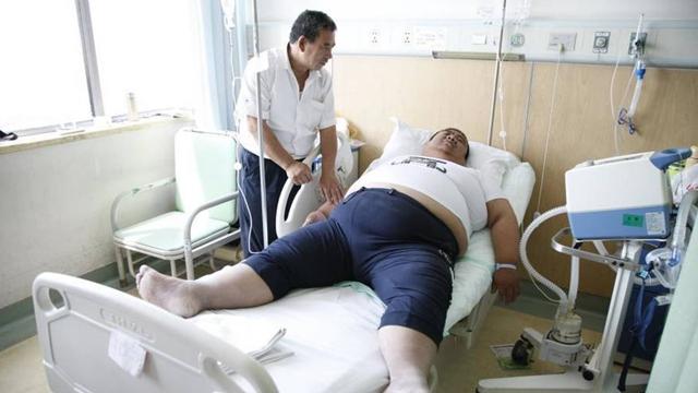 山西344斤重男子缩胃减重 术后想带儿旅行