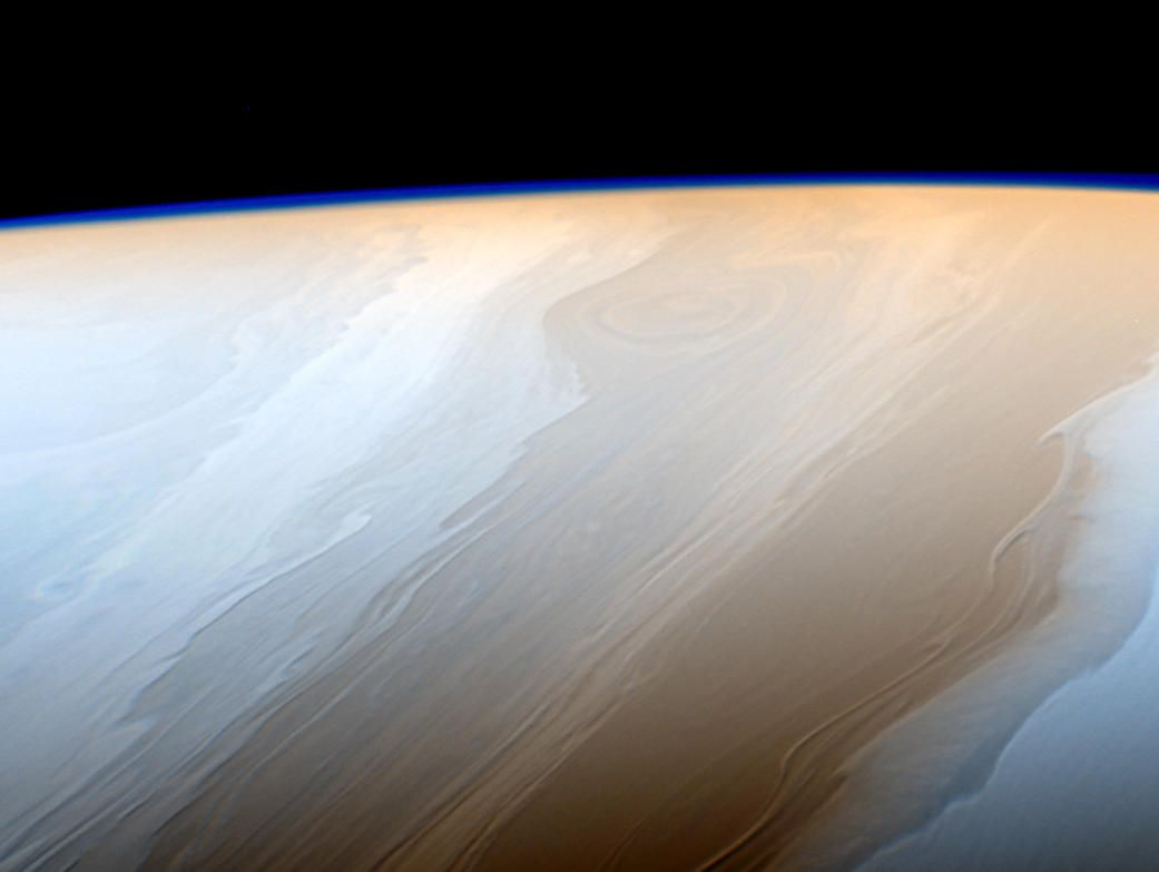 NASA卡西尼号最新土星照展示波状云