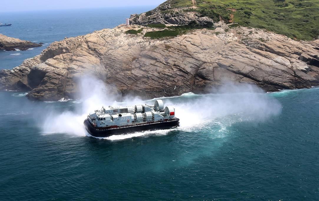 直升机最大载油量起飞,气垫艇在陌生岛礁冲滩等10余项课目训练.