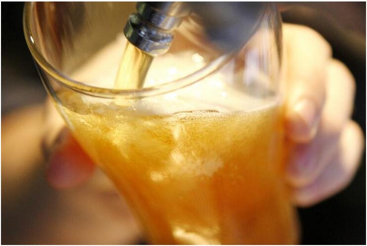 小酌可长寿?研究证实偶尔饮酒可降低早逝风险