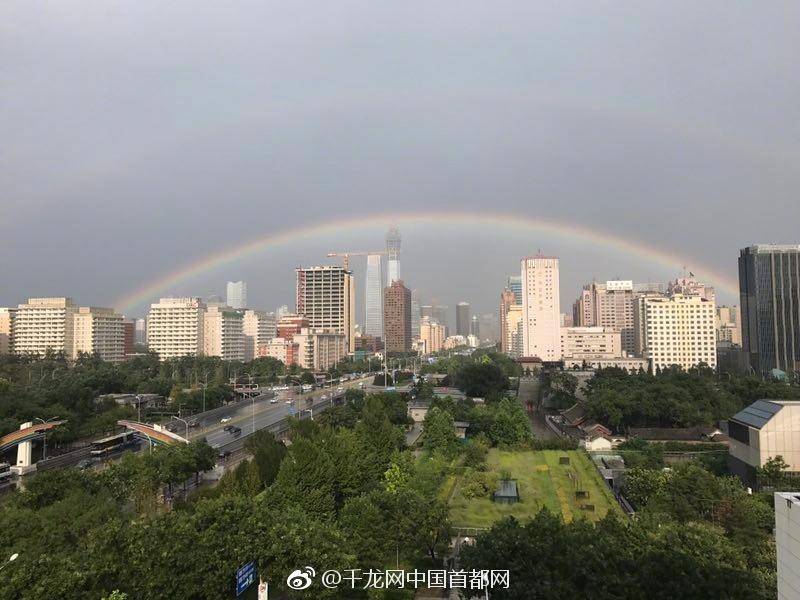 北京雨后天空现双彩虹