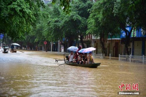 南方再遭暴雨袭击 今年汛期这些人因抗洪不力被问责