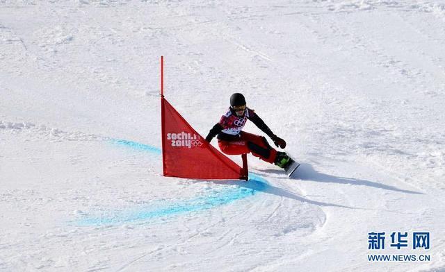 单板滑雪平行大回转队开启早训 赛季首次上雪