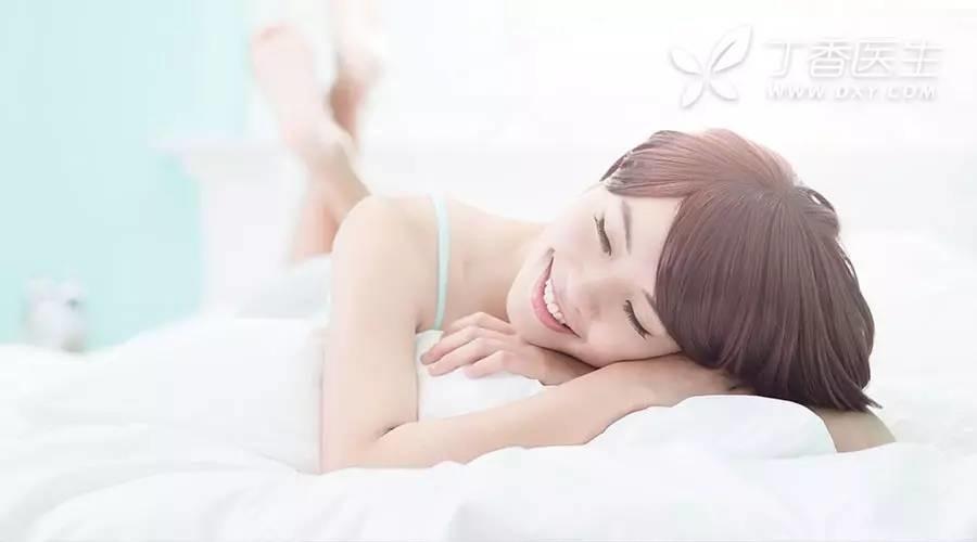 睡前一杯奶不安眠!4 个方法教你「吃出好睡眠」