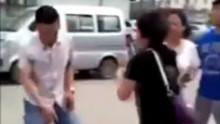 女孩打出租车遭的哥猥亵 被女孩家长一顿暴揍