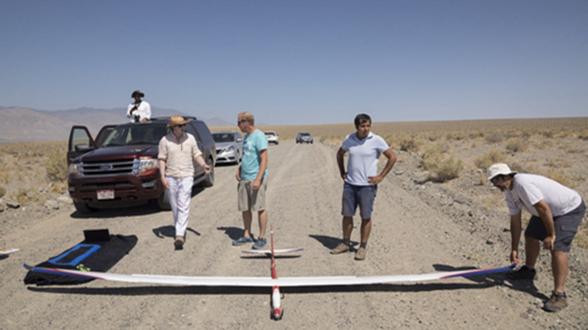 微软测试无动力AI无人机 依靠模仿鸟类飞行