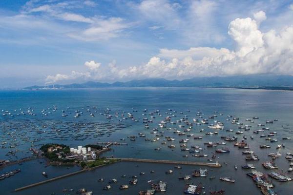 航拍:南海休渔期结束 渔船驶向大海