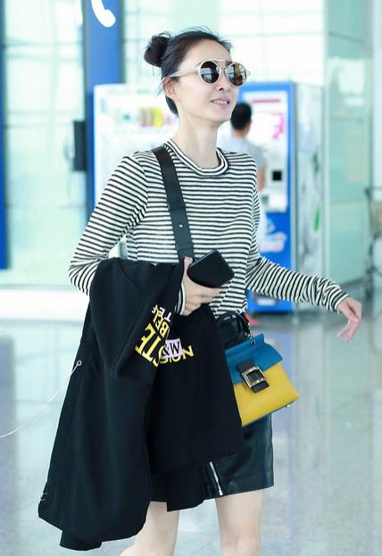 被曝恋情后王丽坤机场一路甜笑似少女