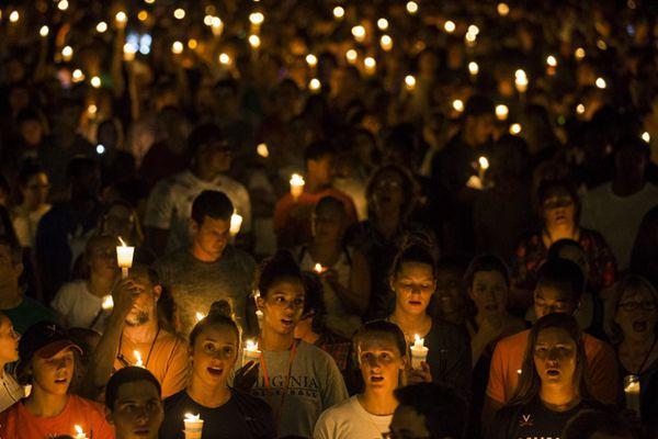 """美国数千人手捧蜡烛举行反""""白人至上主义""""游行"""