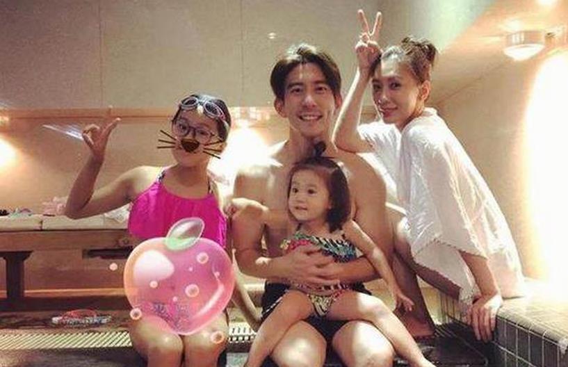 贾静雯带着全家泳池旁放闪 42岁的她回眸仍如少女