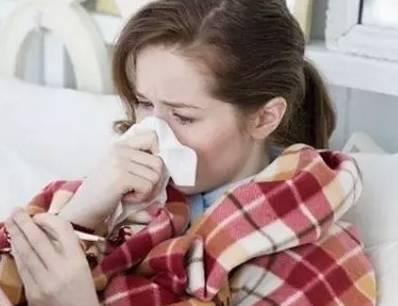"""15岁女孩惹上""""怪病"""":手脚不灵 一会哭一会笑"""