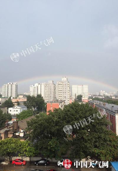 北京昨四预警齐发雨后现双彩虹 未来三天多雷雨早晚清凉