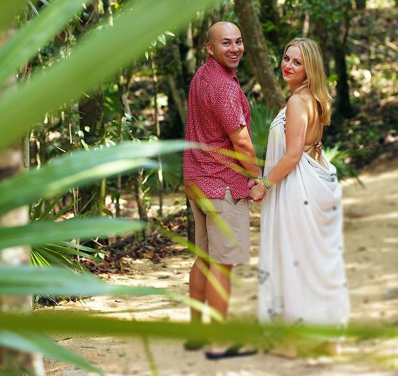 据英国《每日邮报》8月14日报道,近日,美国得克萨斯州的40岁男子埃里克?马丁内兹为准新娘准备了一场美人鱼主题的婚照摄影,场景无比梦幻,令无数网友大呼羡慕。