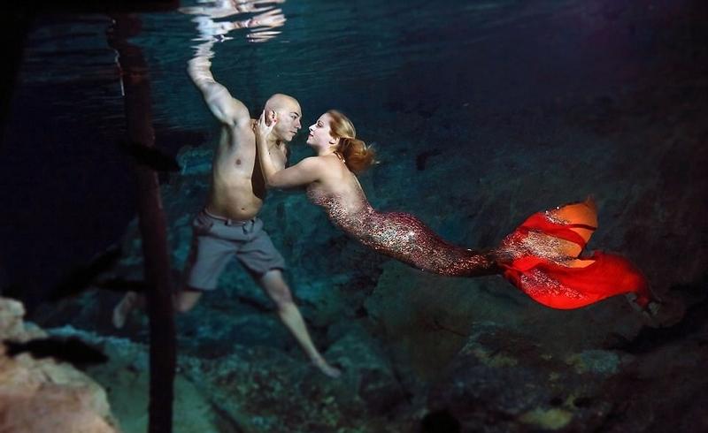 仅仅这样,埃里克觉得还不够。为嘉米戴上钻戒后,埃里克告诉她,自己打算再来一场水下求婚。埃里克觉得这场水下求婚拍摄以美人鱼为主题再合适不过了。