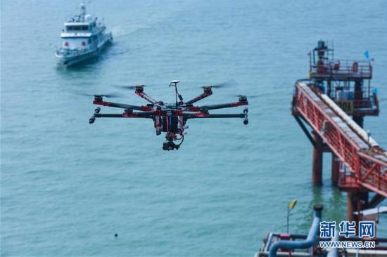 山东边防部门开展无人机海上油区巡航