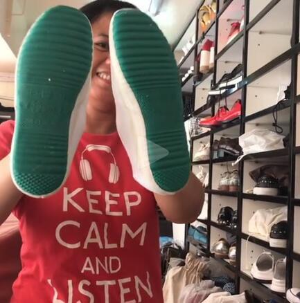 """张柏芝买""""世界最贵鞋子"""" 霸气喊停菲佣帮系鞋带"""