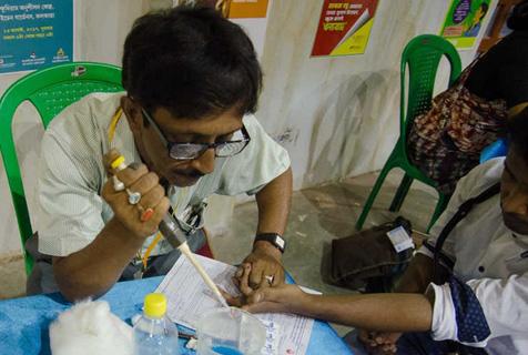 实拍印度加尔各答献血者众生相