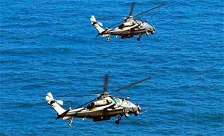 直10编队低空掠海练摧毁海上目标