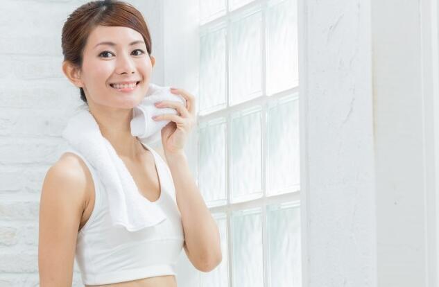 """""""天然美容液""""?专家称汗水对皮肤有美容效果"""