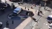 直击西班牙巴塞罗那恐袭  货车撞人群 司机逃跑