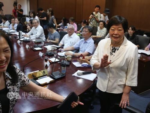 台湾基本工资审议劳方喊2.7万新台币 资方:不可能