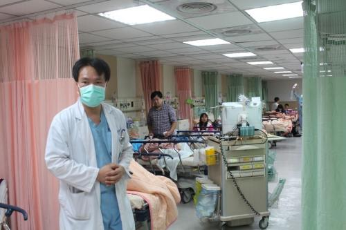 台湾嘉义一医院急诊人满为患 护理人员崩溃大哭