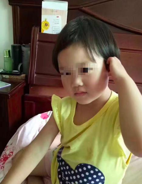 警方通报4岁女童被埋路面案:驾驶员违规操作所致