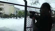 """印度居民区被有毒白色泡沫""""占领"""""""