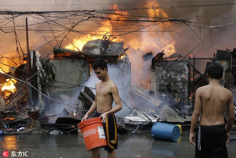 菲律宾首都贫民窟起火 火灾致250个家庭无家可归