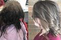 抑郁症女孩欲剃光头 理发师却帮她找回自我