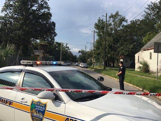 美国佛罗里达州发生枪击案 两名警察1死1伤