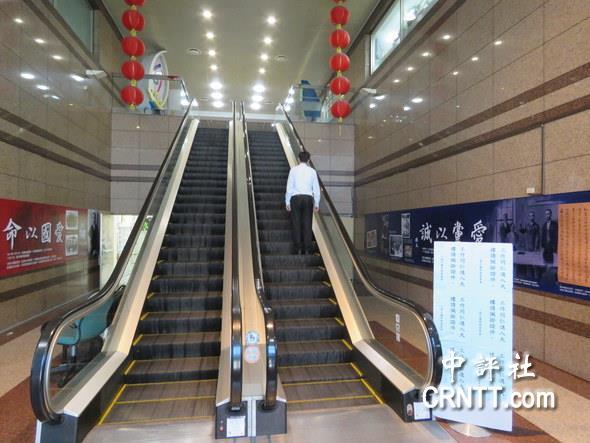 吴敦义就职前 国民党总部撤除孙中山与两蒋遗照