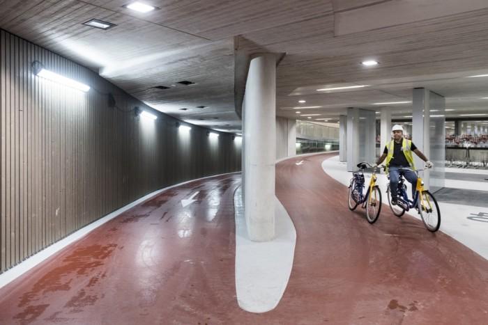 世界上最大的地下自行车停车场在乌得勒支开放