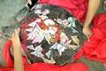 渔民捕到百斤大海龟 龟壳上刻字绑钱放生