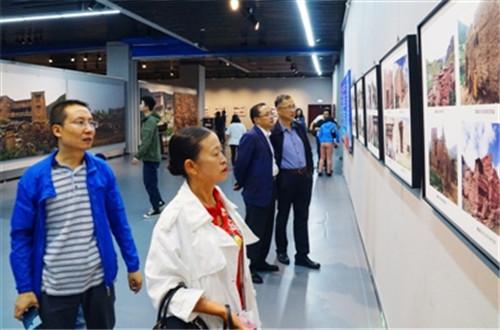 用图片展示青海传统村落保护