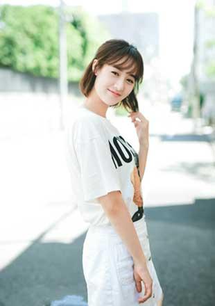 袁冰妍全新街拍露明媚笑容