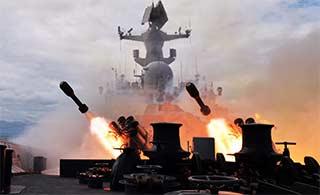 军舰海上实弹演练依旧宝刀不老