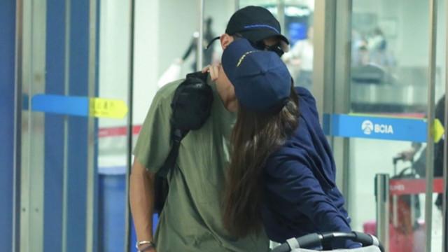 霍思燕接机杜江甜蜜送吻