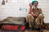 印度瘾君子萎靡又悲惨