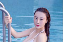王李丹妮沙滩大玩性感