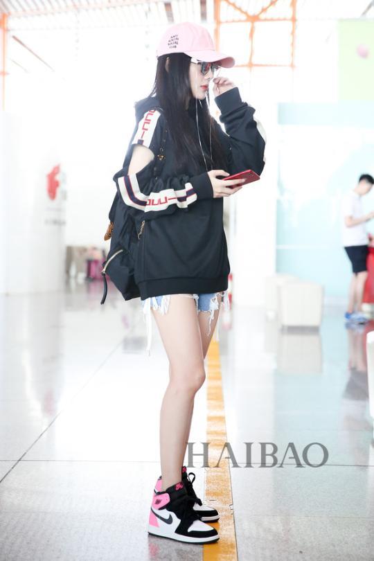 李小璐2017年8月20日北京机场街拍-王丽坤瘦成 人干 ,修杰楷 贾静雯图片