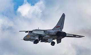 飞豹战机配合友军超低空突击演练