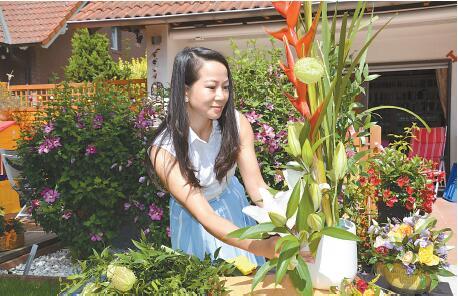 走进夏日花开的世界,感知美丽的花语人生-访暗香花坊资深花艺设计师朱淼女士
