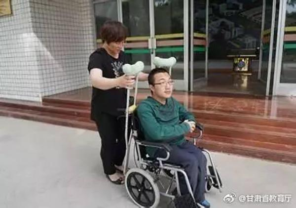 残疾考生魏祥到清华报到:入住套间 未申请助学贷款