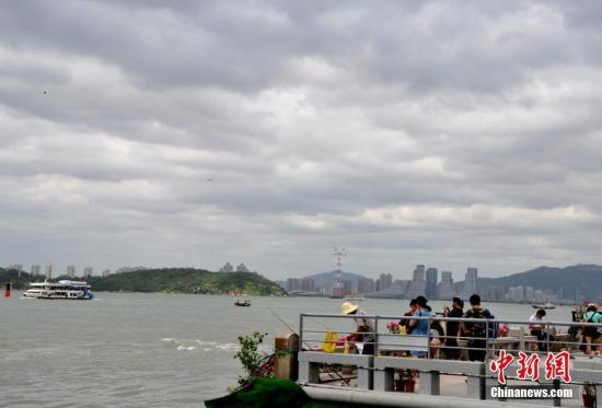 """台风""""天鸽""""今日中午广东登陆 台风红色预警发布"""